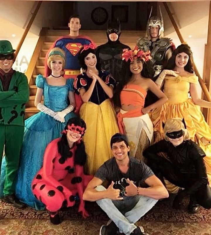 O Diretor Fred Trotta e seu elenco do musical autoral Princesas e Heróis, que esteve em cartaz no Teatro Fashion Mall créditos: Divulgação