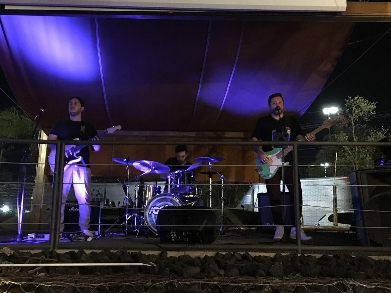 Banda Go Back se apresenta a partir das 20h no Let's Grill. Crédito: Renata Tavares